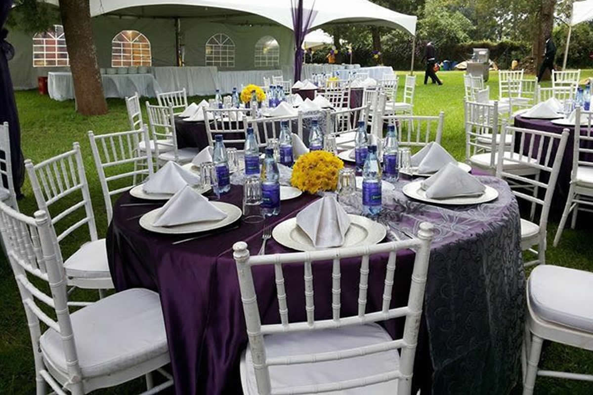 Outdoor Occasions Table Linen and Center Pieces For Hire